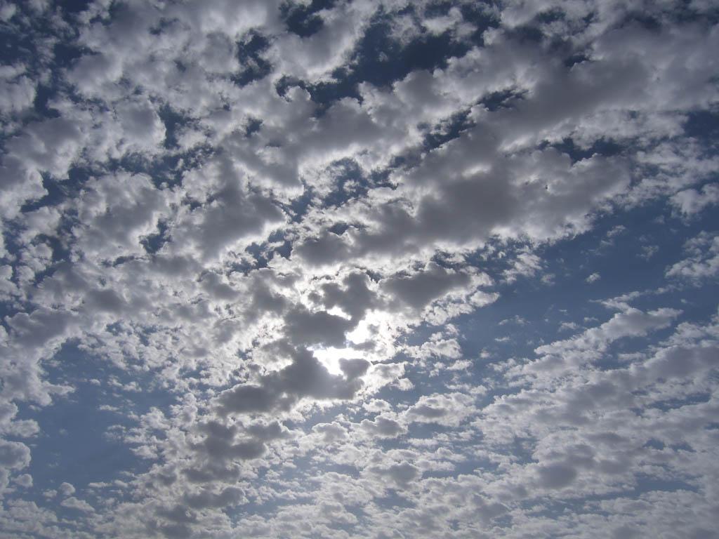 Небо в январе в Египте переменчиво