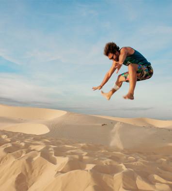 Белые дюны и озеро лотосов